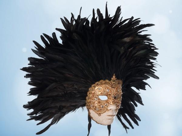 Gouden gezichtsmasker met veren