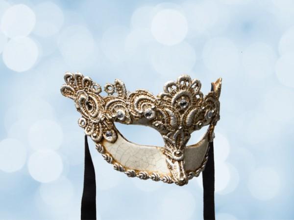 Venetiaans bal masker met verzilverd kantwerk voor een vrouw